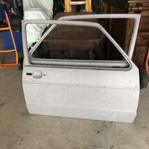 Portières auto prêtes pour mise en peinture